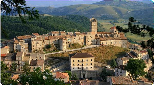 abruzzoCastel del Monte Abruzzo.jpg